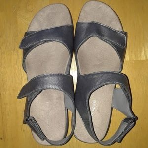 Easy Spirit sliver sandals